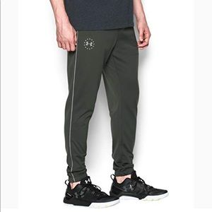 UNDER ARMOUR MENS FREEDOM JOGGERS COMBAT GREEN MED